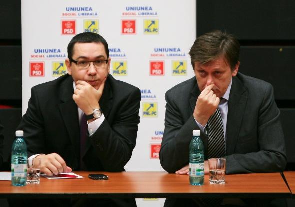 Presedintele PNL, Crin Antonescu si presedintele PSD, Victor Ponta participa la dezbaterea pe problemele sistemului sanitar din Romania, organizata la Hotel Pullman din Bucuresti