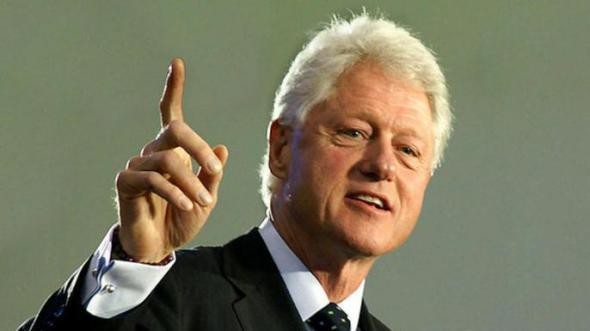 """Bill Clinton: """"Trebuie să ne învăţăm copiii să rezolve conflictele prin cuvinte, nu cu arme""""."""