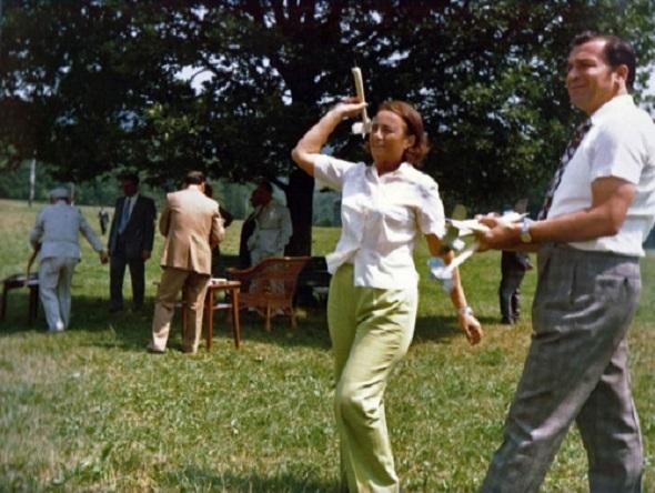 06.ion-iliescu-se-distreaza-alaturi-de-elena-ceausescu-la-moldova-delta-in-vara-lui-1976