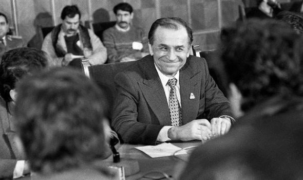 10.C_29-ianuarie-1990-Mineri-Guvern-Roman-Iliescu-Foto-c-Emilian-Savescu-2